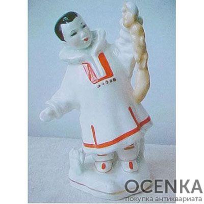 Статуэтка Мальчик нанаец с белкой