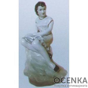 Статуэтка Девушка с книгой