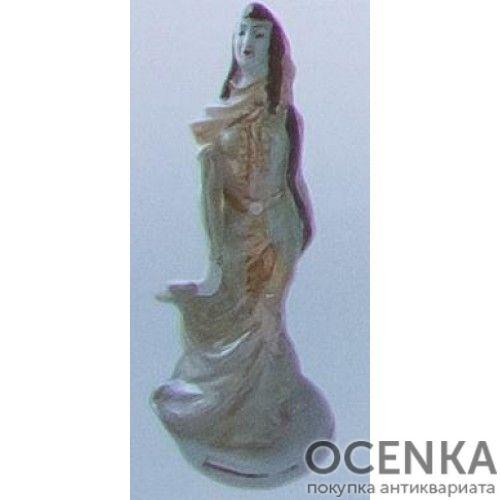 Статуэтка Девушка в национальном костюме