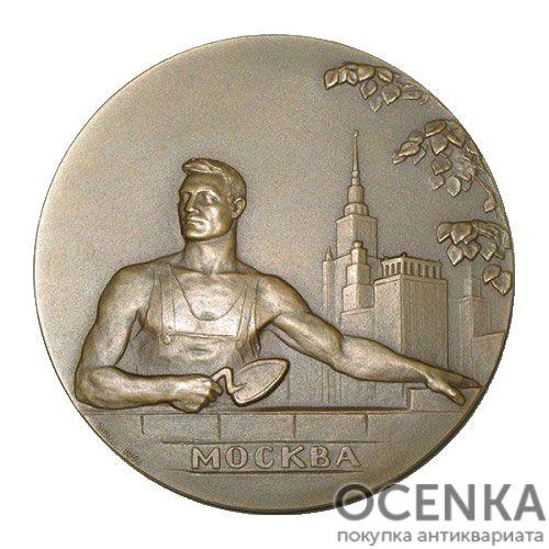 Памятная настольная медаль Москва строится